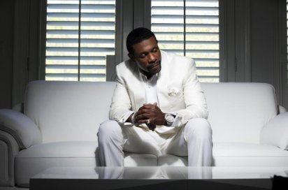Keith-Sweat-Dress-to-Impress-white-couch-press-2017-a-billboard-1548
